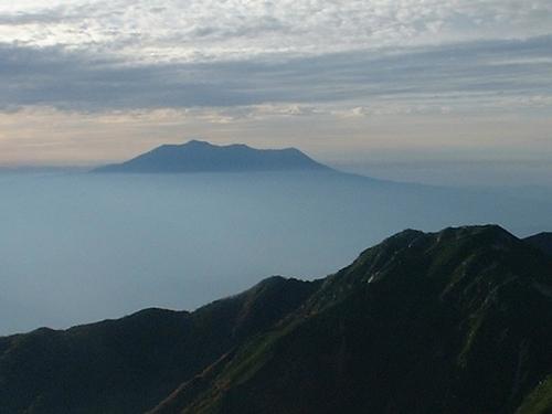雲海に浮かぶ御岳